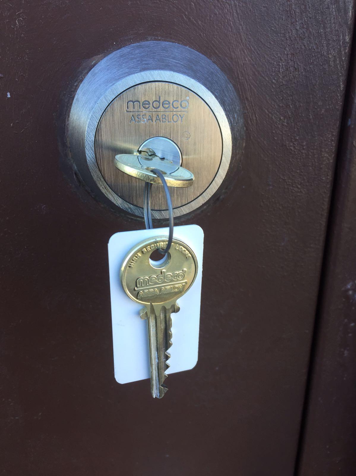 Mineola Locksmith Install a Lock: Why Medeco Deadbolts to
